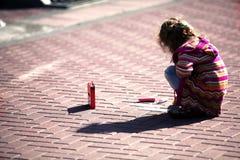 σύρει το κορίτσι λίγη οδό&sigma Στοκ φωτογραφία με δικαίωμα ελεύθερης χρήσης