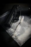 Σύριγγα και πυροβόλο όπλο στην τσάντα φαρμάκων στοκ φωτογραφία με δικαίωμα ελεύθερης χρήσης