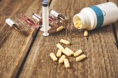 Σύριγγα με το φάρμακο στοκ φωτογραφίες με δικαίωμα ελεύθερης χρήσης