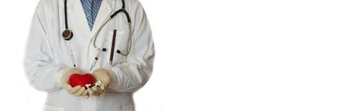 Σύριγγα στο χέρι γιατρών καρδιών Στοκ φωτογραφίες με δικαίωμα ελεύθερης χρήσης