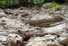 σύσταση βράχου ασβεστόλιθων Φυσικός τοίχος πετρών στη θραύση Στοκ φωτογραφία με δικαίωμα ελεύθερης χρήσης
