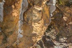 Σύσταση βράχου Σύσταση ενός τοίχου βουνών Ανακούφιση του βουνού Στοκ φωτογραφίες με δικαίωμα ελεύθερης χρήσης