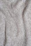 Σύσταση ενός γκρίζου πλεκτού μαλλί πουλόβερ Κινηματογράφηση σε πρώτο πλάνο πτυχές στοκ εικόνα