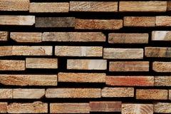 Σύσταση μαλακού ξύλου: Λεπτομέρεια πριονισμένα ξύλινα Slats Στοκ φωτογραφία με δικαίωμα ελεύθερης χρήσης