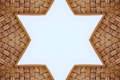 Σύσταση μορφής αστεριών ύφανσης πλαισίων μπαμπού στο άσπρο υπόβαθρο, στοκ εικόνα με δικαίωμα ελεύθερης χρήσης