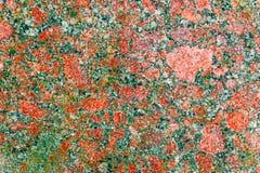 Σύσταση δομών επιφάνειας γρανίτη Υπόβαθρο κατασκευής και αρχιτεκτονικής Κόκκινο και πράσινος-γκρίζο φυσικό χρώμα Στοκ Φωτογραφίες