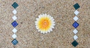 Σύσταση πετρών με το κεραμίδι λουλουδιών για το υπόβαθρο Στοκ Εικόνα
