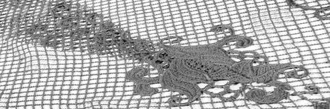 Σύσταση, σχέδιο Το ύφασμα δαντελλών είναι γκρίζο, γραπτός άθλος Στοκ φωτογραφία με δικαίωμα ελεύθερης χρήσης