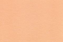 Σύσταση της παλαιάς ελαφριάς κινηματογράφησης σε πρώτο πλάνο εγγράφου κοραλλιών Δομή ενός πυκνού χαρτονιού Το υπόβαθρο ροδάκινων Στοκ εικόνα με δικαίωμα ελεύθερης χρήσης