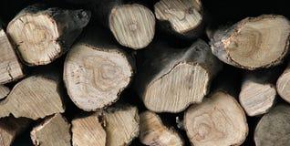 Σύσταση της φυσικής εστίας woodpile με τα δαχτυλίδια έτους στοκ φωτογραφία με δικαίωμα ελεύθερης χρήσης