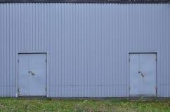 Σύσταση τοίχων Metall με δύο πόρτες Στοκ φωτογραφία με δικαίωμα ελεύθερης χρήσης