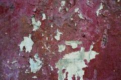 Σύσταση του κόκκινου τοίχου με την αποφλοίωση χρωμάτων μακριά Στοκ Εικόνα