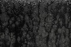 Σύσταση του μαύρου φύλλου σιδήρου με τις ραβδώσεις και πτώσεις του νερού Στοκ φωτογραφία με δικαίωμα ελεύθερης χρήσης
