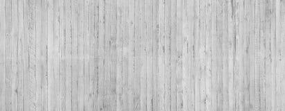 Σύσταση του ξύλινου εγκιβωτισμού που σφραγίζεται σε έναν ακατέργαστο συμπαγή τοίχο Στοκ εικόνες με δικαίωμα ελεύθερης χρήσης