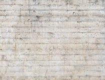 Σύσταση του ξύλινου εγκιβωτισμού που σφραγίζεται σε έναν ακατέργαστο συμπαγή τοίχο Στοκ Εικόνα