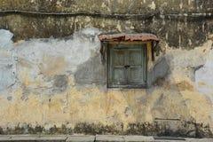 Σύσταση του παλαιού τοίχου με το παράθυρο στοκ εικόνα με δικαίωμα ελεύθερης χρήσης