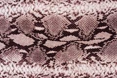 Σύσταση του ριγωτού δέρματος φιδιών υφάσματος τυπωμένων υλών Στοκ εικόνα με δικαίωμα ελεύθερης χρήσης