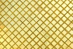 Σύσταση του χρυσού υποβάθρου κεραμιδιών μωσαϊκών από WAT PHRA KAEW μέσα Στοκ Εικόνες