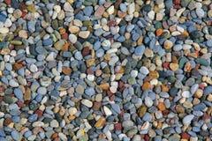 Σύσταση των μερών των μικρών ζωηρόχρωμων χαλικιών στο έδαφος στοκ φωτογραφία με δικαίωμα ελεύθερης χρήσης