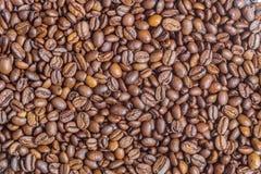 Σύσταση των τηγανισμένων arabica φασολιών καφέ Στοκ Φωτογραφίες