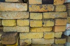 Σύσταση υποβάθρου των κίτρινων ανθεκτικών στη θερμότητα τούβλων Στοκ φωτογραφίες με δικαίωμα ελεύθερης χρήσης