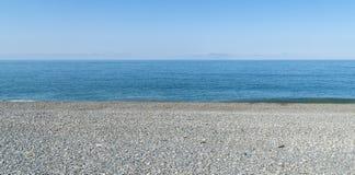 Σύσταση υποβάθρου χαλικιών θάλασσας ουρανού στοκ φωτογραφία με δικαίωμα ελεύθερης χρήσης