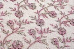Σύσταση, υπόβαθρο, σχέδιο Δαντέλλα που διακοσμείται ρόδινη με τα λουλούδια ο στοκ εικόνα