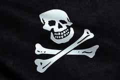 Σύσταση υφάσματος κυματισμού της σημαίας πειρατών που κυματίζει στον αέρα, το σύμβολο πειρατών γρύλων βαμβακερού υφάσματος, το χά Στοκ Φωτογραφία