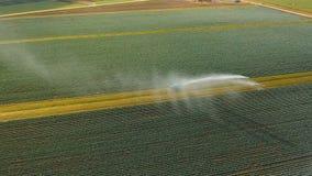 Σύστημα άρδευσης στη αγροτική γη Στοκ Φωτογραφίες