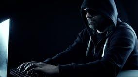 Σύστημα ασφαλείας υπολογιστών τραπεζών χάραξης χάκερ απόθεμα βίντεο