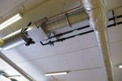 Σύστημα εξαερισμού σε ένα βιομηχανικό κτήριο Στοκ Εικόνες