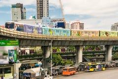 Σύστημα μαζικής μεταφοράς τραίνων ουρανού BTS στη Μπανγκόκ για να βοηθήσει να διευκολύνει και να επιταχύνει το ταξίδι Στοκ Φωτογραφίες
