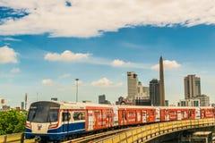 Σύστημα μαζικής μεταφοράς τραίνων ουρανού BTS στη Μπανγκόκ για να βοηθήσει να διευκολύνει και να επιταχύνει το ταξίδι Στοκ Εικόνες