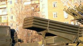 Σύστημα πυραύλων πολλαπλάσιος-έναρξης Grad απόθεμα βίντεο