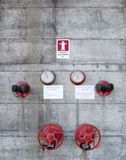 Σύστημα πυρκαγιάς στο συμπαγή τοίχο Στοκ φωτογραφία με δικαίωμα ελεύθερης χρήσης