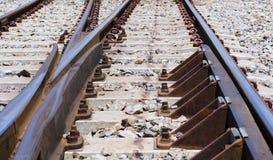 Σύστημα σιδηροδρόμων για την πλατφόρμα τραίνων diesel, πυροβολισμός κινηματογραφήσεων σε πρώτο πλάνο Στοκ Εικόνες