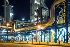 Σύστημα σωληνώσεων στις βιομηχανικές εγκαταστάσεις στοκ φωτογραφία με δικαίωμα ελεύθερης χρήσης