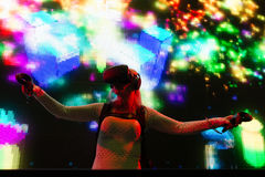 Σύστημα του DJ εικονικής πραγματικότητας κατά τη διάρκεια του καλοκαιριού VRLA EXPO στοκ εικόνες