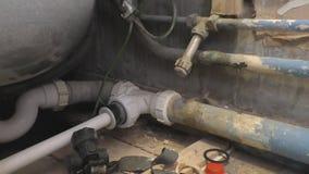 Σύστημα υδραυλικών και σημείο επιχωμάτωσης στο λουτρό απόθεμα βίντεο