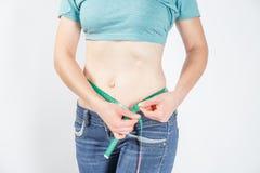 Σώμα γυναικών μετά από την απώλεια βάρους στοκ εικόνες