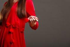 Σώμα μερών γυναικών στο κόκκινο φόρεμα Στοκ εικόνες με δικαίωμα ελεύθερης χρήσης