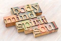 Σώμα, μυαλό, πνεύμα και περίληψη λέξης ψυχής στον ξύλινο τύπο στοκ εικόνες με δικαίωμα ελεύθερης χρήσης