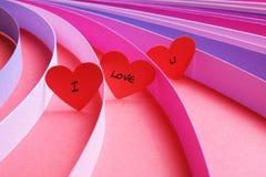 Σ' αγαπώ καρδιές με τις λουρίδες του χρωματισμένου εγγράφου Στοκ εικόνα με δικαίωμα ελεύθερης χρήσης