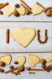 Σ' αγαπώ πρόταση που τακτοποιείται με τα μπισκότα και τα καρύδια Στοκ φωτογραφία με δικαίωμα ελεύθερης χρήσης