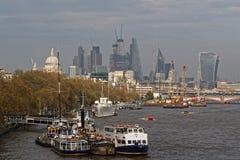 Τάμεσης και πόλη του Λονδίνου από τη γέφυρα του Βατερλώ Στοκ Εικόνες