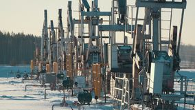 Τάξεις των λειτουργώντας αντλιών πετρελαίου Στοκ εικόνα με δικαίωμα ελεύθερης χρήσης