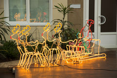 Τάρανδοι Χριστουγέννων και διακόσμηση santa Στοκ φωτογραφία με δικαίωμα ελεύθερης χρήσης