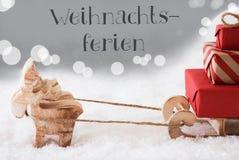 Τάρανδος με το έλκηθρο, ασημένιο υπόβαθρο, διακοπές Χριστουγέννων μέσων Weihnachtsferien Στοκ φωτογραφία με δικαίωμα ελεύθερης χρήσης