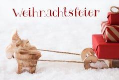 Τάρανδος με το έλκηθρο στο χιόνι, γιορτή Χριστουγέννων μέσων Weihnachtsfeier Στοκ φωτογραφία με δικαίωμα ελεύθερης χρήσης