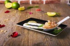 Τάρταρος γαρίδων ασβέστη με fondue μοτσαρελών βούβαλων, εκλεκτική εστίαση Στοκ φωτογραφίες με δικαίωμα ελεύθερης χρήσης